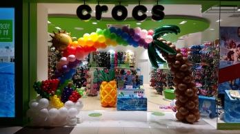 Balloon Arch for Crocs Hawaii fruits and rainbow sun theme