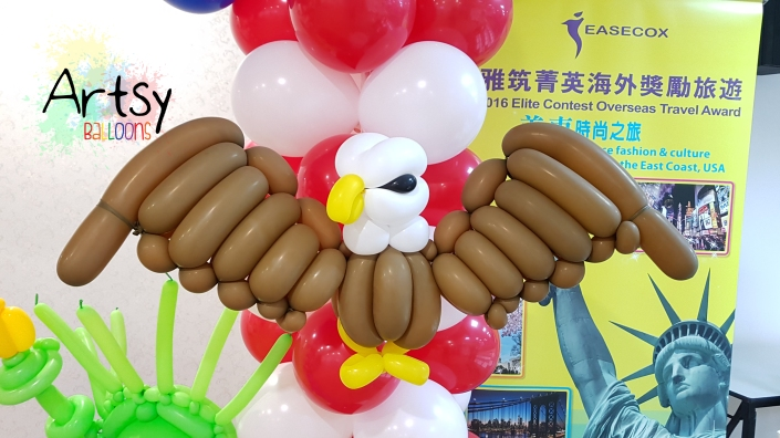 Eagle balloon sculpture by artsyballoons