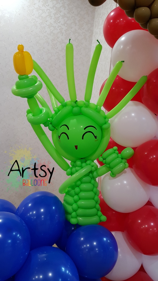 Statue of liberty balloon sculpture by artsyballoons