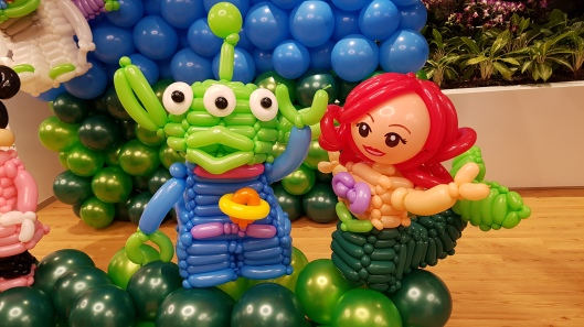 lego-minifig-balloon-green-alient-and-mermaid-ariel