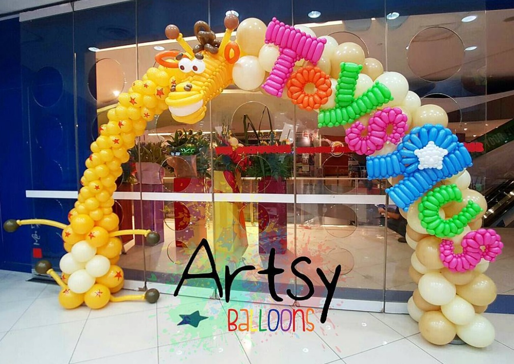 , Geoffery Giraffe balloon arch for Toys'R'us grand opening @ Vivocity Singapore!, Singapore Balloon Decoration Services - Balloon Workshop and Balloon Sculpting