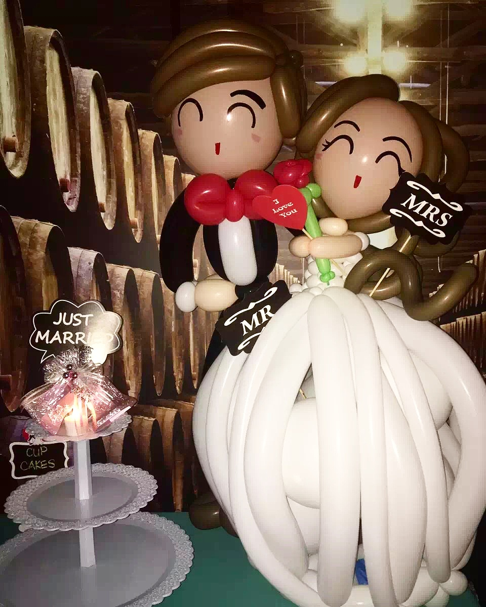 , Balloon Wedding couple delivery success!, Singapore Balloon Decoration Services - Balloon Workshop and Balloon Sculpting