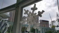 beautiful white balloon snow flake stick on glass panel (2)