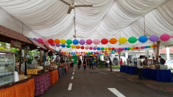 linkoloon quick link round balloons rainbow tied around tentage ceiling