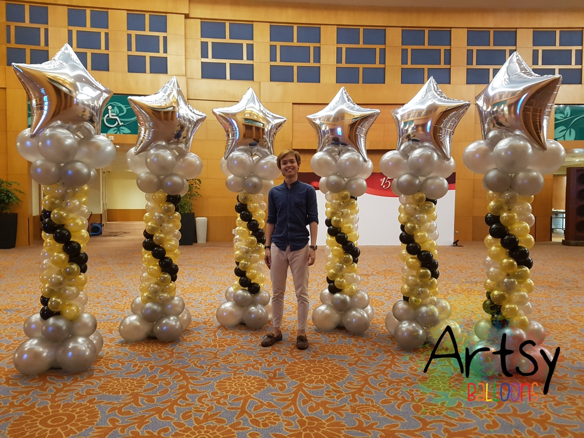 Setting up balloon columns for daiso company dinner and for 7 star balloon decoration
