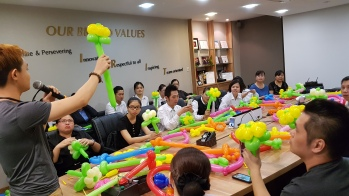 Balloon sculpting for Paradise group Singapore (6)