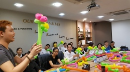 Balloon sculpting for Paradise group Singapore (8)