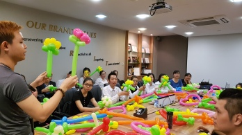Balloon sculpting for Paradise group Singapore (9)