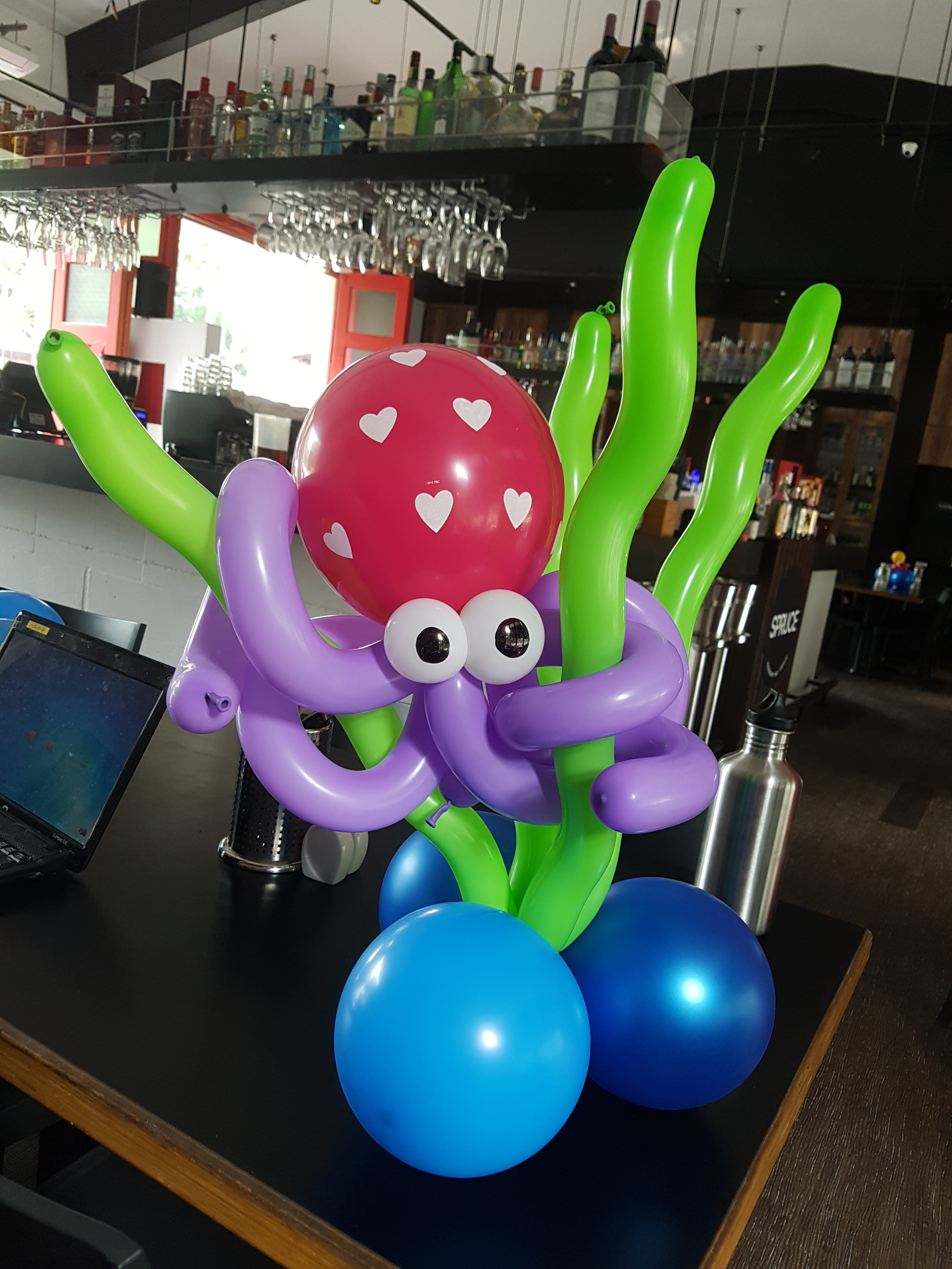 , Underwater theme balloon centrepiece decorations for PartyMojo!, Singapore Balloon Decoration Services - Balloon Workshop and Balloon Sculpting