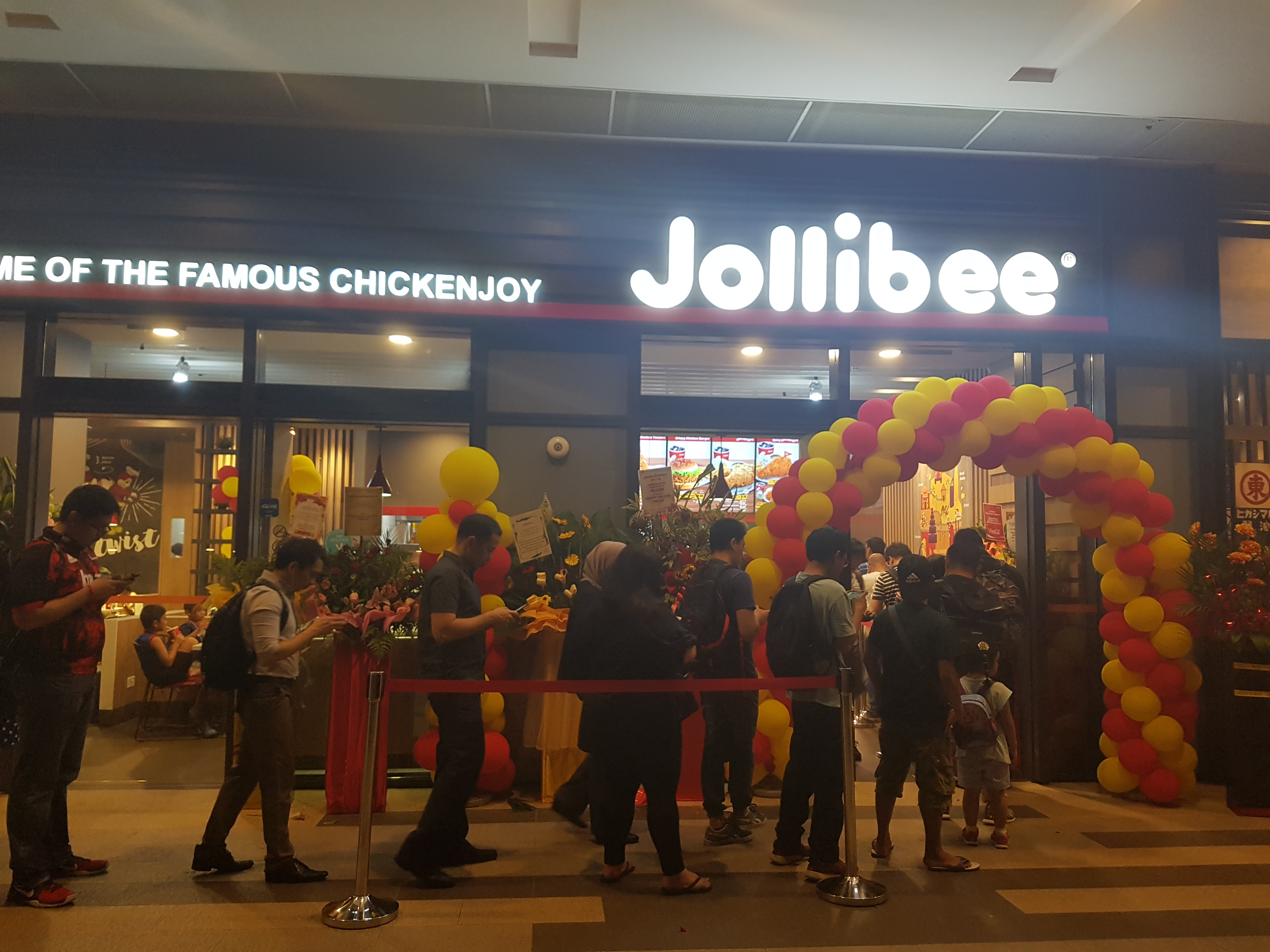 , Grand opening balloon decorations for Jollibee, Singapore Balloon Decoration Services - Balloon Workshop and Balloon Sculpting