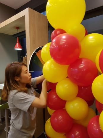 Setting up balloon decoration for Jollibee singapore (2)