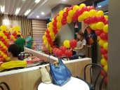 Setting up balloon decoration for Jollibee singapore (4)