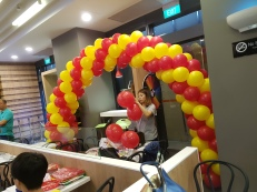 Setting up balloon decoration for Jollibee singapore (5)