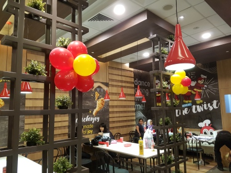 Setting up balloon decoration for Jollibee singapore (6)