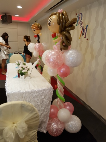 wedding balloon decorations bride and groom sculpture (4)