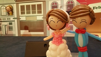 Retro balloon wedding couple (4)
