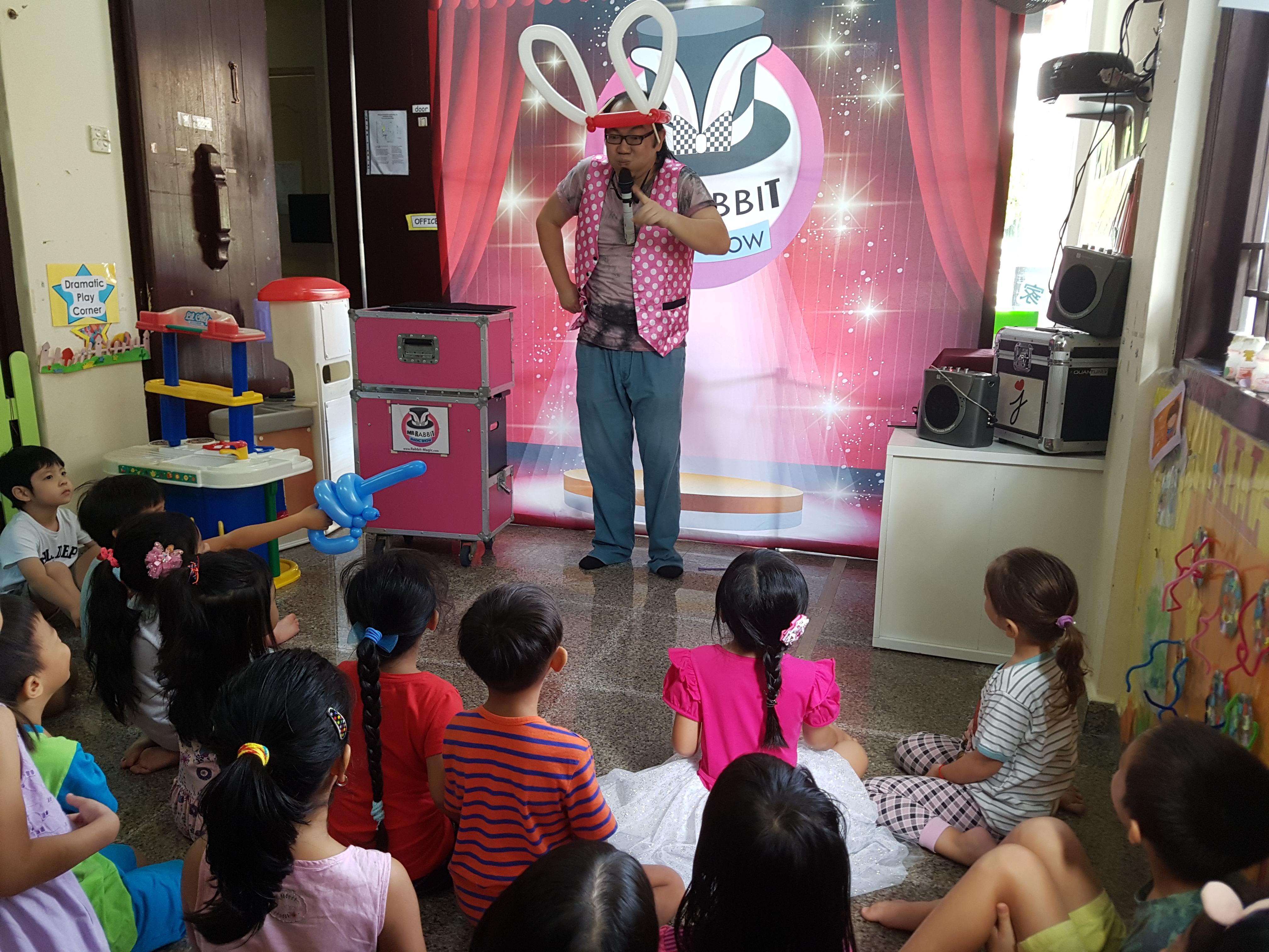 Mr Rabbit Magic Show – Show time start! – Singapore Balloon