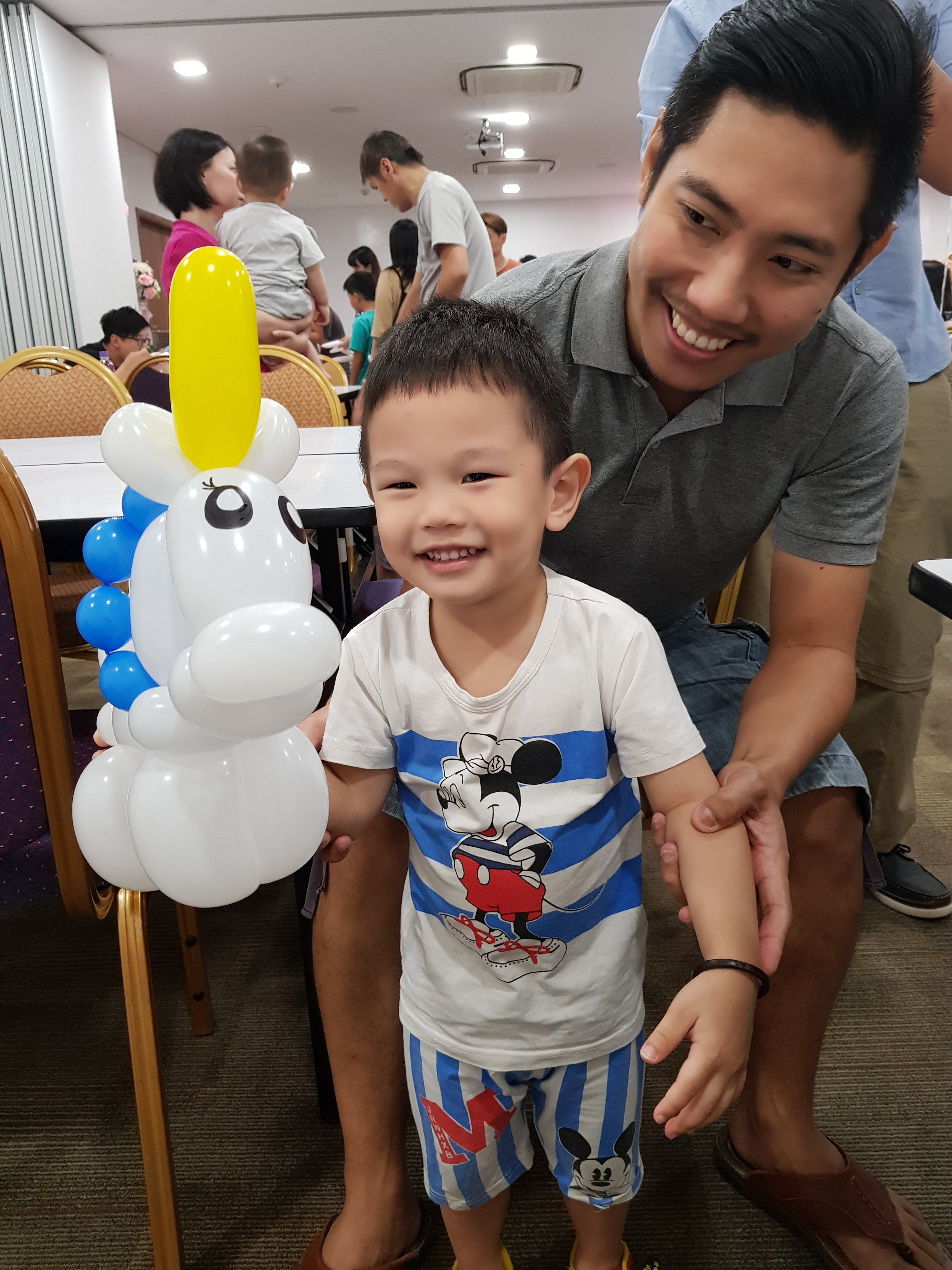 , A really fun balloon sculpting session for a birthday party!, Singapore Balloon Decoration Services - Balloon Workshop and Balloon Sculpting