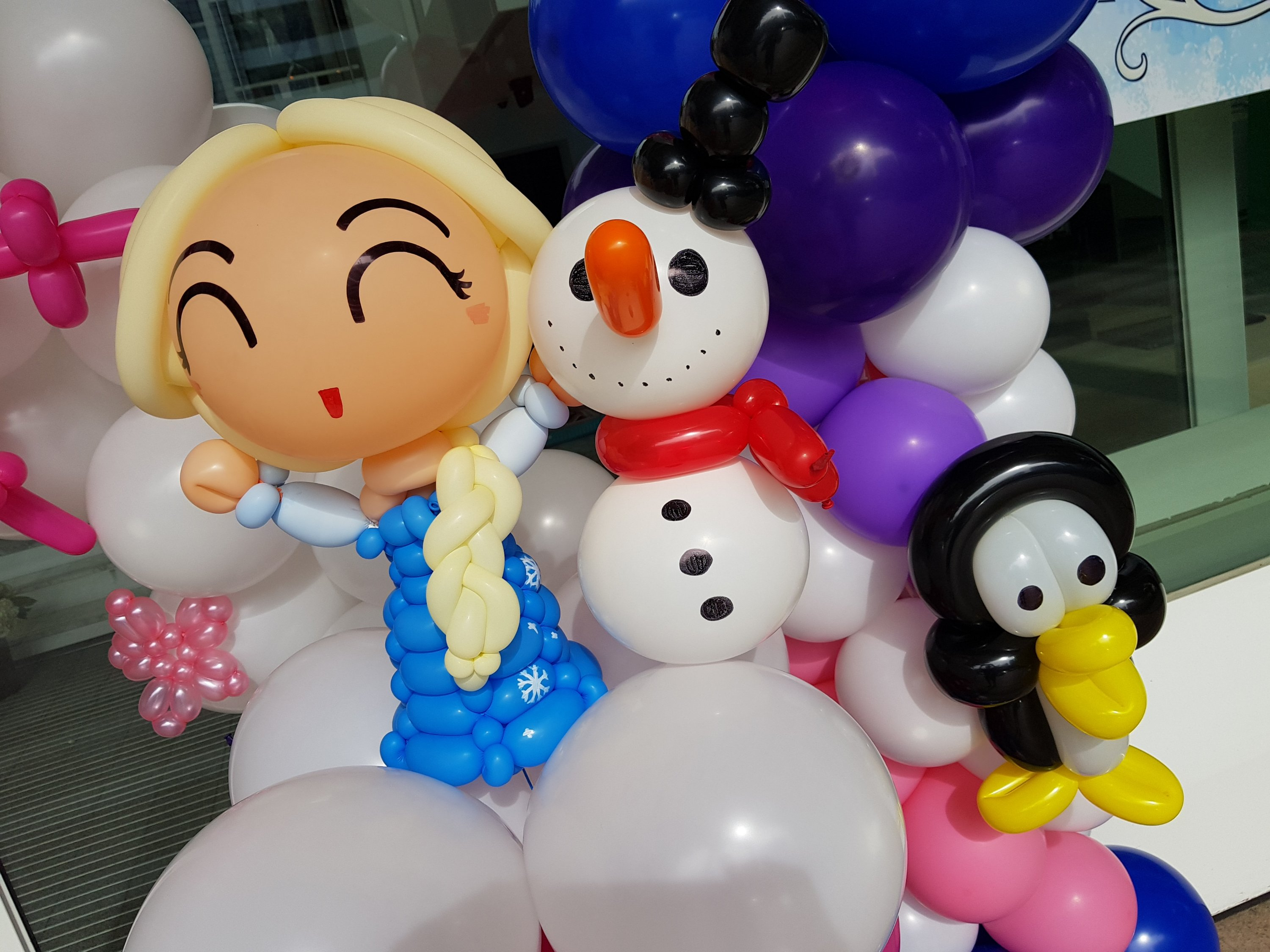 , Elsa and Anna Frozen themed balloon decorations for partymojo!, Singapore Balloon Decoration Services - Balloon Workshop and Balloon Sculpting