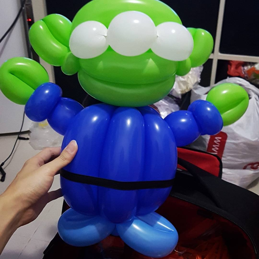 , Simple and cute green alien balloon sculpture, Singapore Balloon Decoration Services - Balloon Workshop and Balloon Sculpting