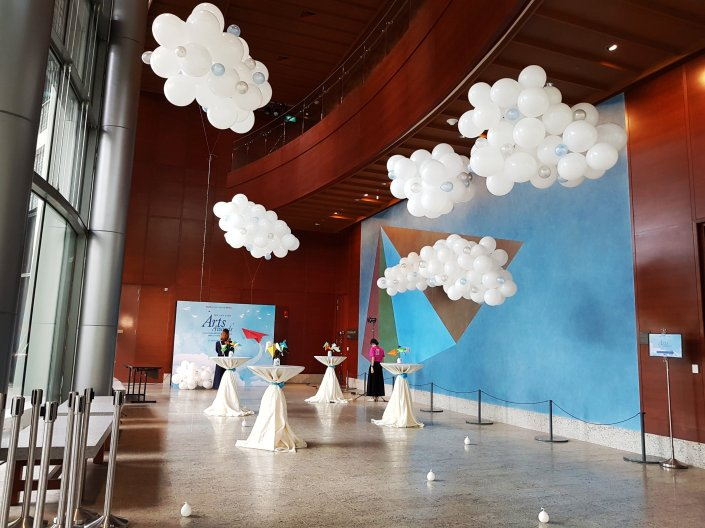 Singapore balloon decoration services balloon workshop for Balloon cloud decoration