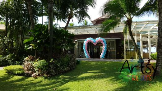 2 tone heart shape balloon arch