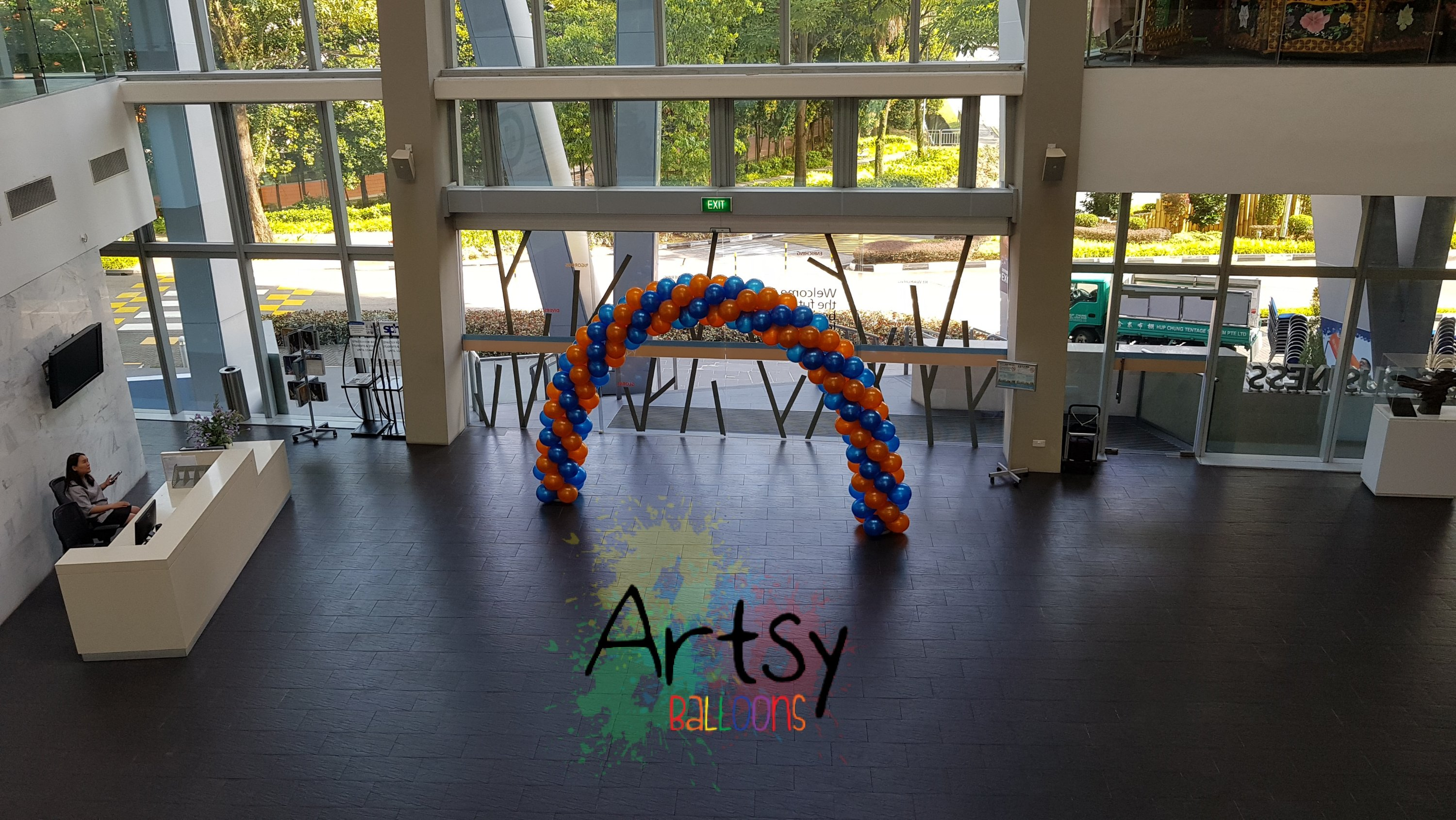 , Balloons arch for NUS! Congratulation for your graduation!, Singapore Balloon Decoration Services - Balloon Workshop and Balloon Sculpting