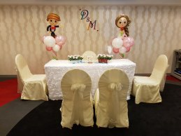 wedding balloon decorations bride and groom sculpture (2)6592845420803585668..jpg
