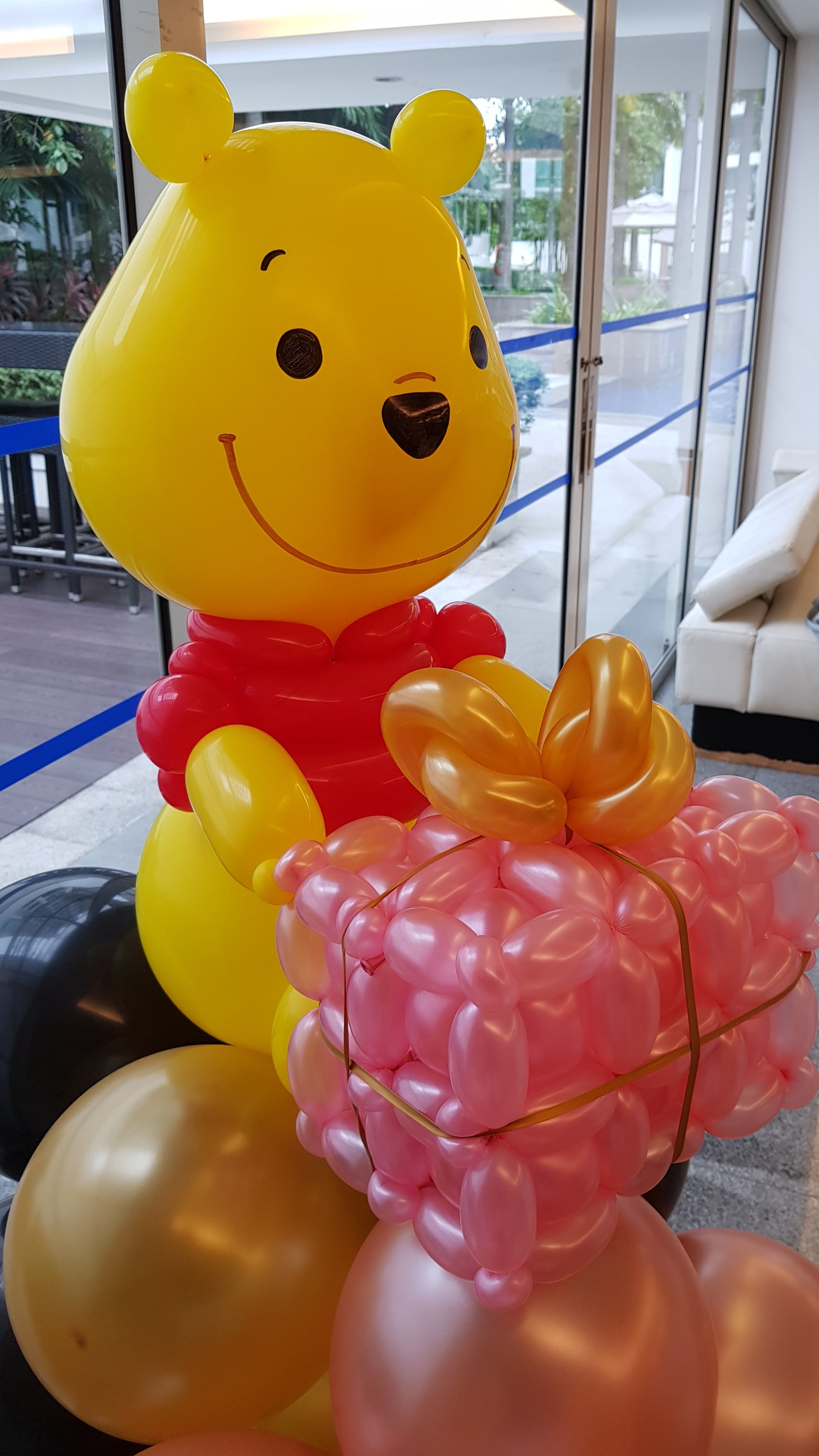 , Winnie the pooh balloon display!, Singapore Balloon Decoration Services - Balloon Workshop and Balloon Sculpting