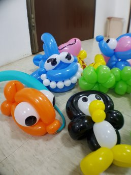 Balloon sculpting Singapore for birthday parties