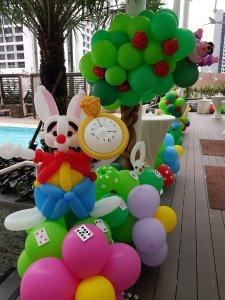 White Rabbit from Alice in the Wonderland balloon sculpture