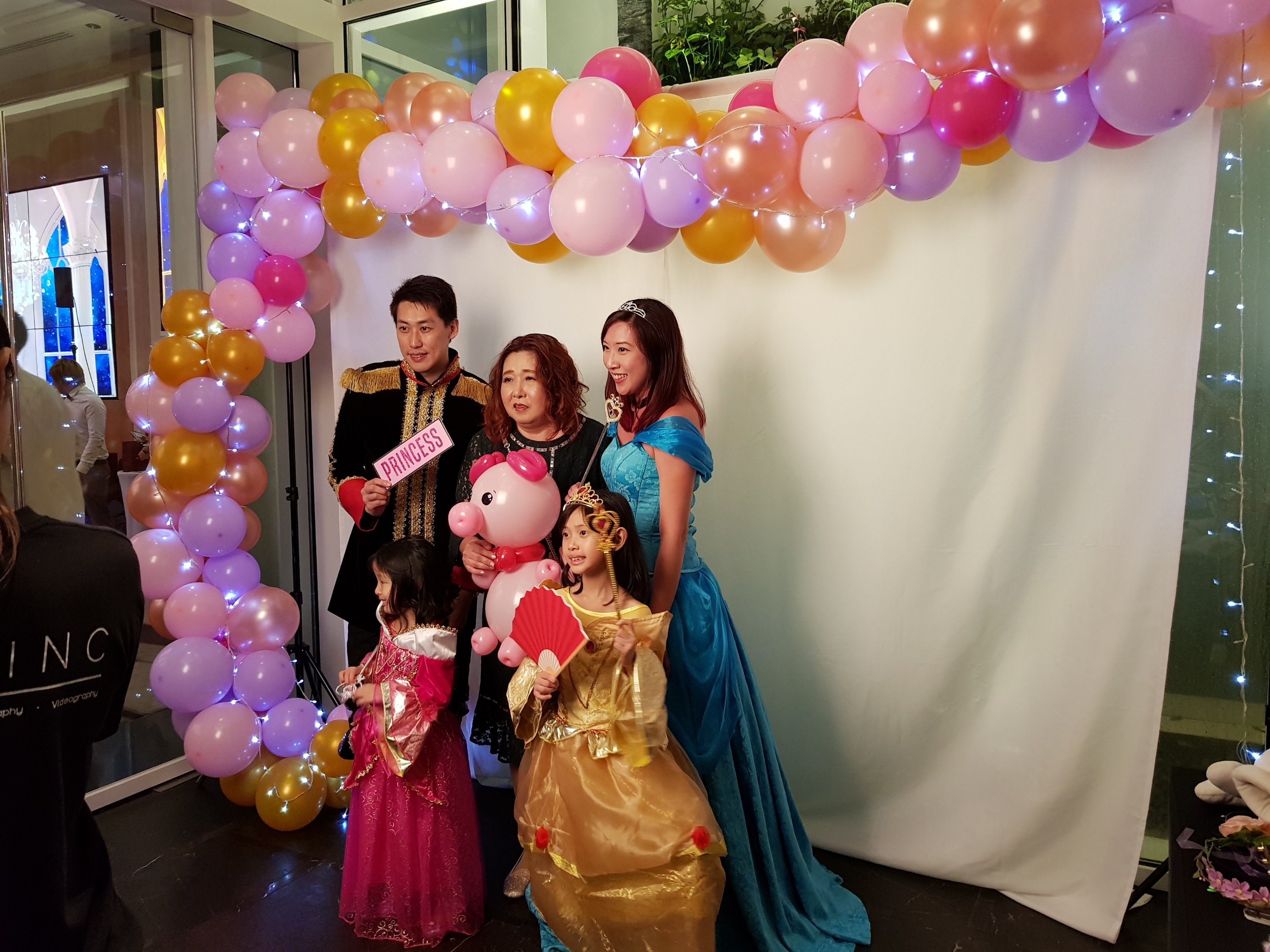 , Alice in the Wonderland balloon decorations for a grand birthday party!, Singapore Balloon Decoration Services - Balloon Workshop and Balloon Sculpting