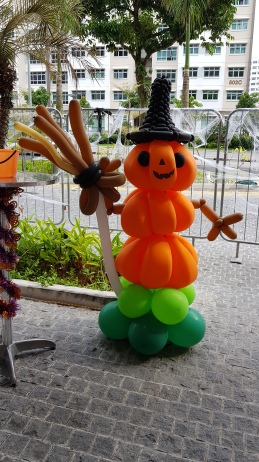 Pumpkin balloon sculpture for halloween balloon decorations