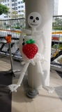 Skeleton holding strawberry balloon sculpture for halloween balloon decorations
