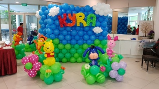 Winnie the pooh balloon decoration backdrop for birthday party