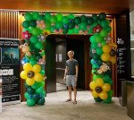 Square balloon arch, animal flower theme