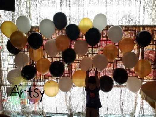 Mini helium balloon wall