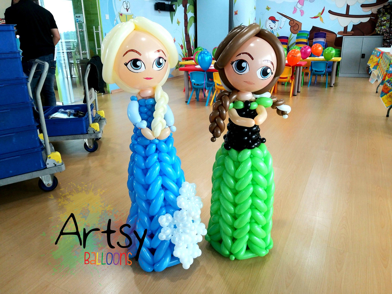 Elsa and Anna balloon sculpture