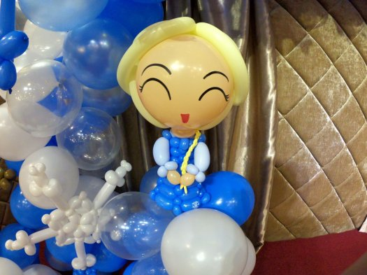 Elsa Frozen balloon sculpture
