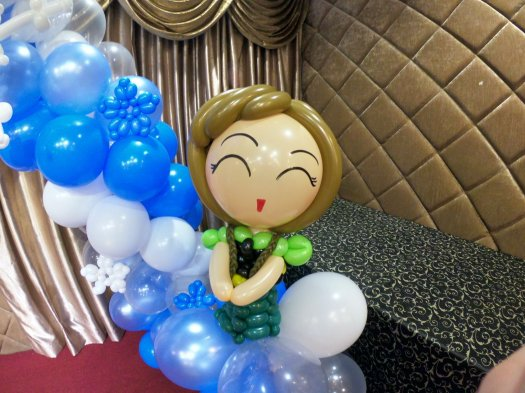 Anna Frozen balloon sculpture