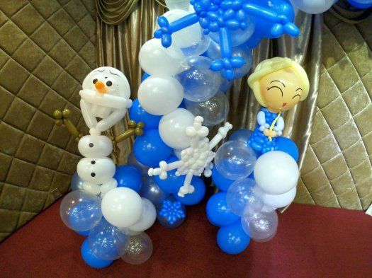 Olaf and Elsa balloon sculptures