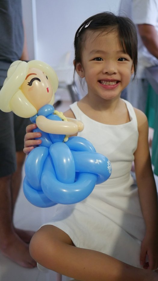 Elsa balloon sculpture