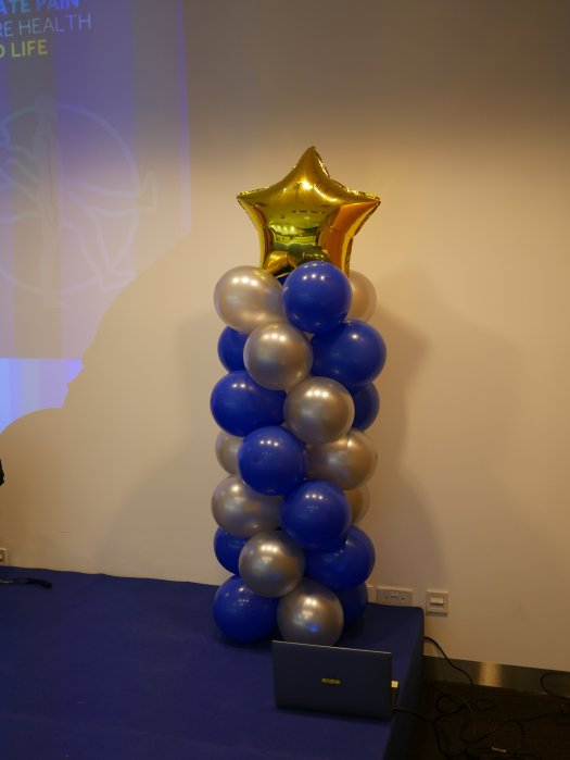 Balloon columns with foil gold star