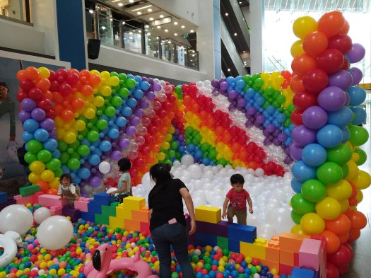 Balloon play pit