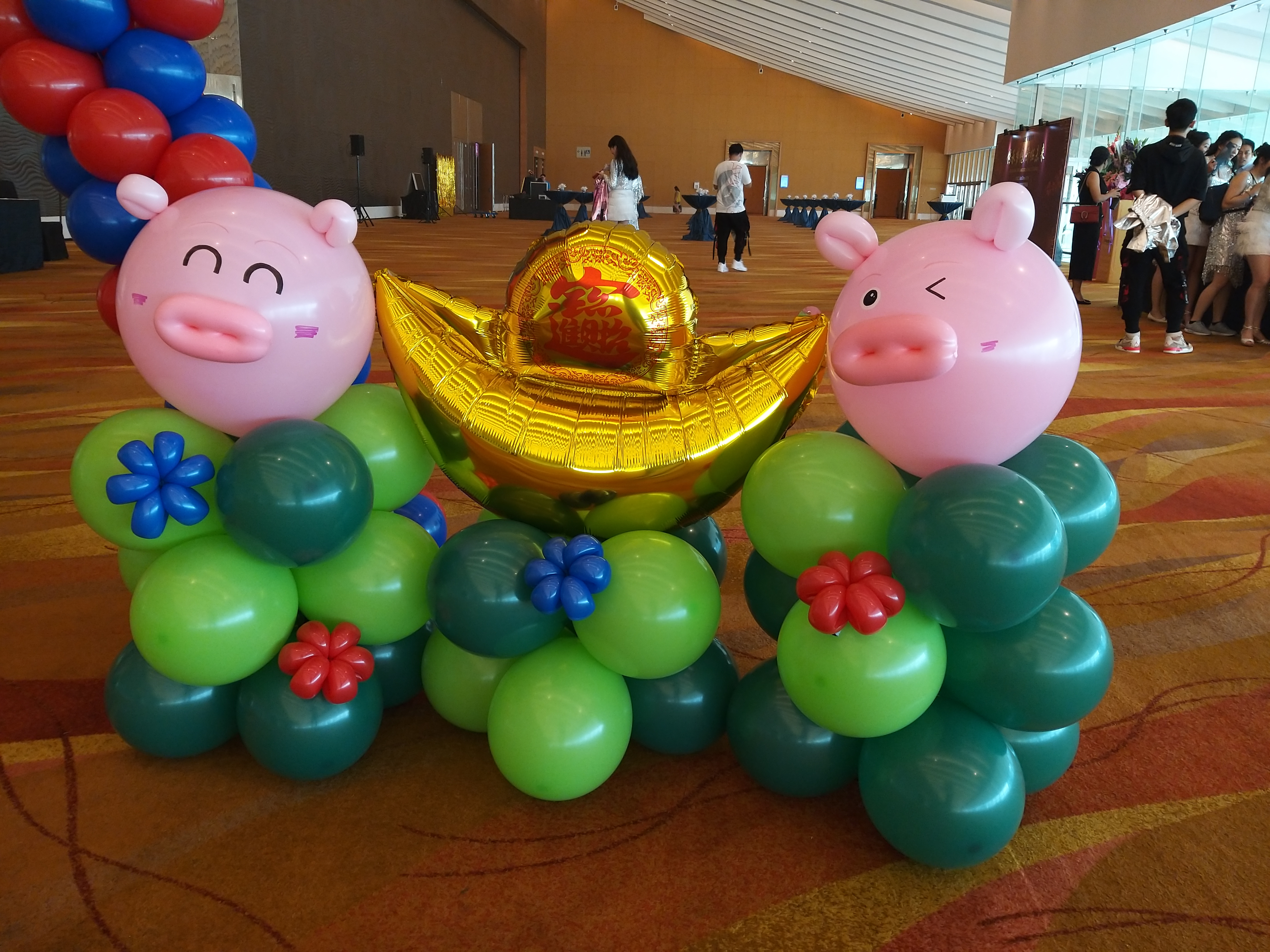 , Star Balloon Arch with pigs for Chinese New Year Balloon Decorations, Singapore Balloon Decoration Services - Balloon Workshop and Balloon Sculpting